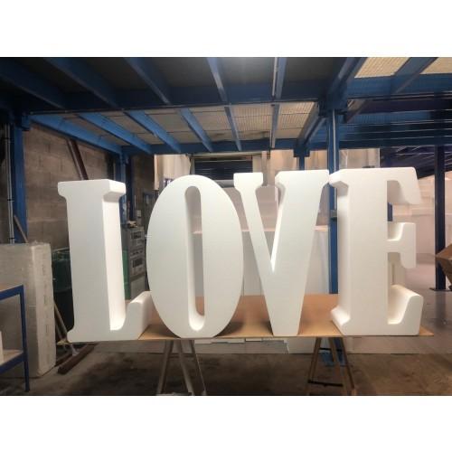 "Lettres ""LOVE"" - Police Bernard MT Condensed"